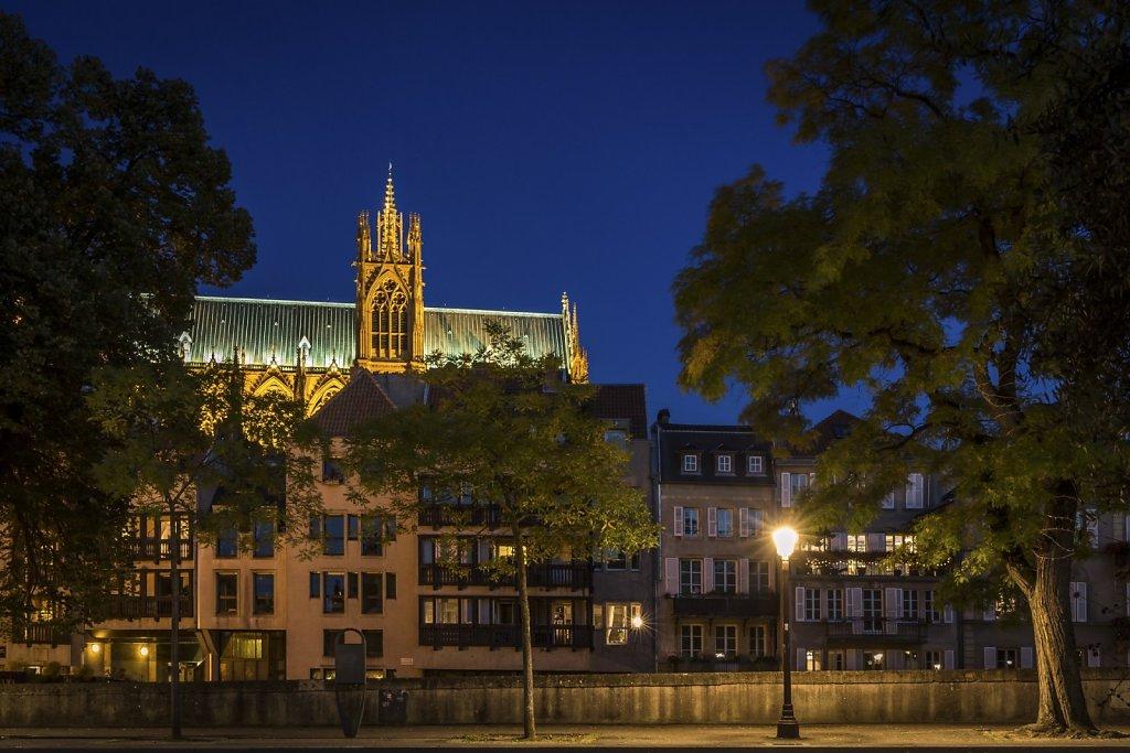 12-La-Cathedrale-Saint-Etienne-vue-de-la-Place-de-la-Comedie-Lheure-bleue-MG-8324-Modifier.jpg