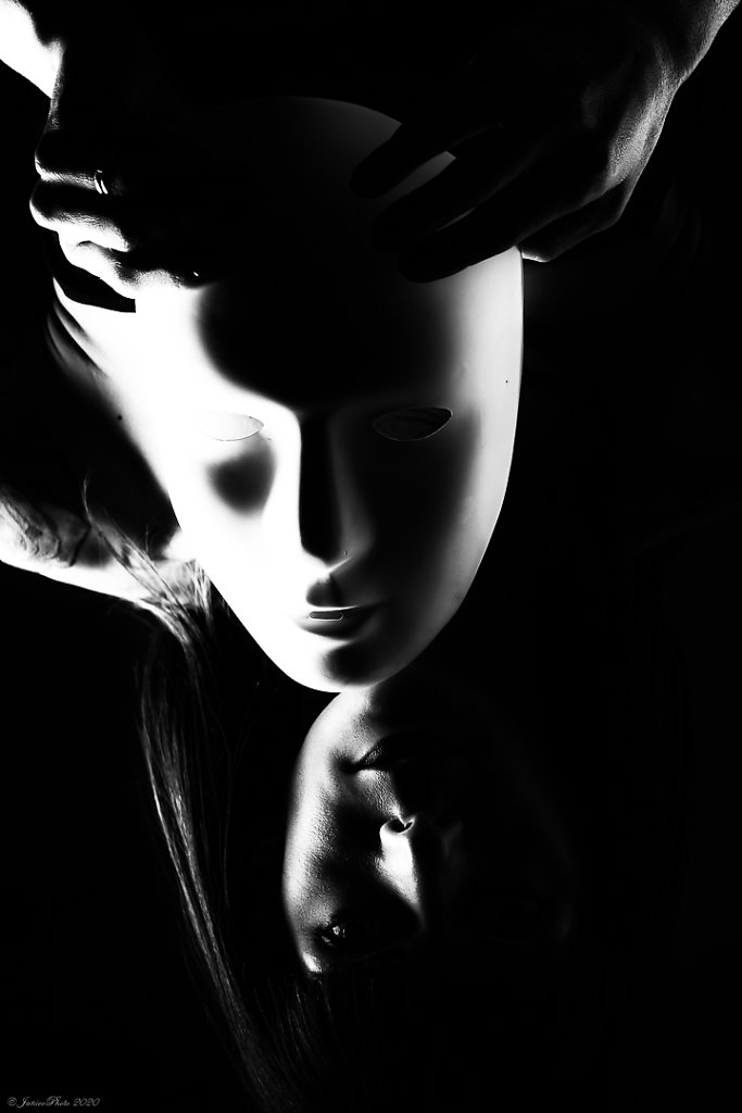 Melanie-Studio-Emotions-Masque-Athentique-DSC00600-pp-2e-mains-Modifier-223-juin-2020.jpg